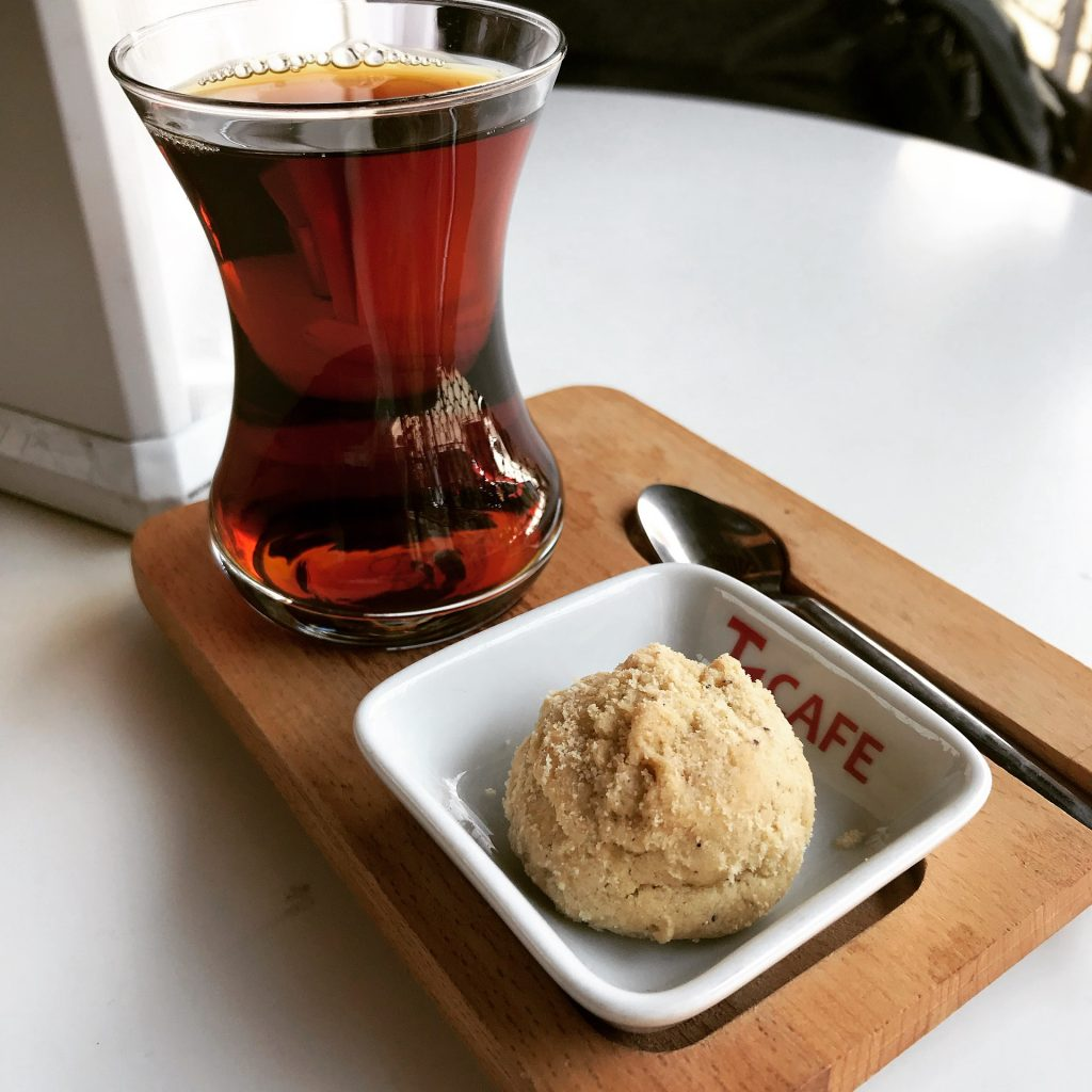 A glass of sweet tea paired with a biscuit